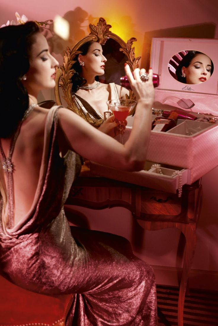 """Dita Von Teese presents """"My Private Cointreau Coffret"""" A glamorous Coffret to create elegant and stylish Cointreau Cocktails. Available as a limited edition, in the most exclusive stores in the world..."""