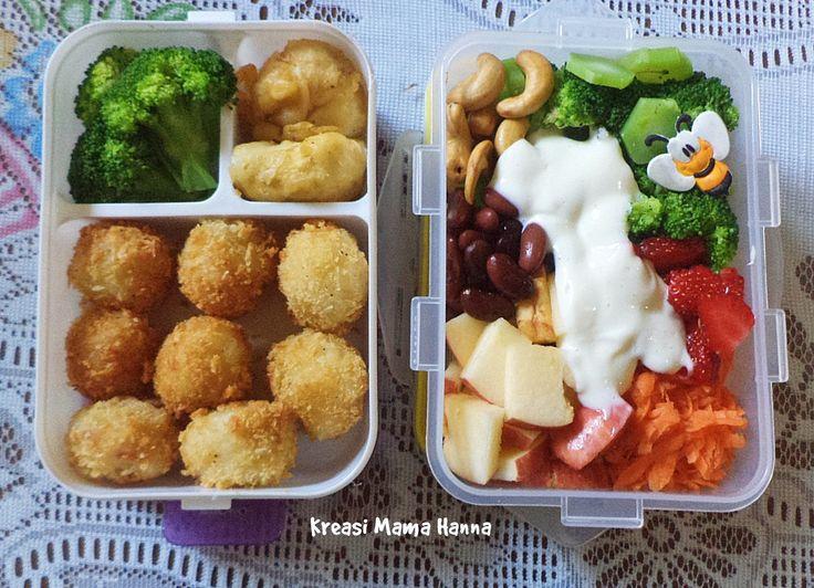 Left - for Him: Kroket Nasi, Rebusan Brokoli dan Tahu goreng tepung Right - Me: Salad brokoli, wortel, strawberry, apel, kacang merah, kacang mete, mayonaise