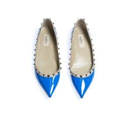 Cobalt blue Valentino Slipper with Studs. Available at Secondella for 225,-€.