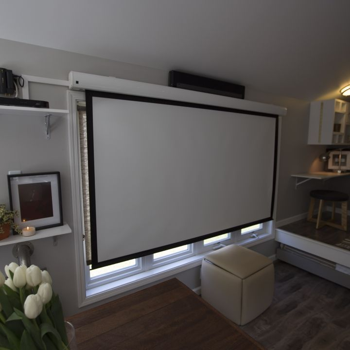 #tumbleweed #tinyhouses #tinyhome #tinyhouseplans When you live tiny, you need to be extra crafty! Using a projector and retractable screen creates a movie theater look and feel in your tiny house, but keeps the space open and clean! Check out more tips and tricks for living tiny on FYI's #TinyHouseNation!