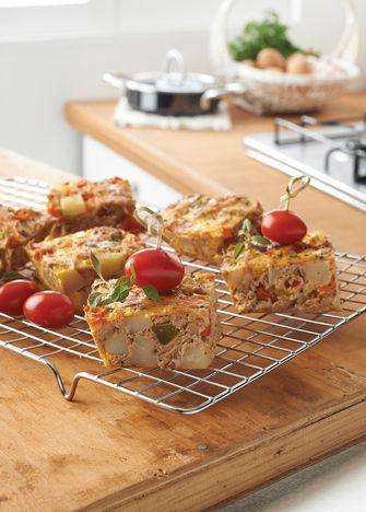 Receta pastel de atún. No todos los pasteles llevan harina, prueba nuestra receta de pastel de atún. Visita: www.cocinavital.mx