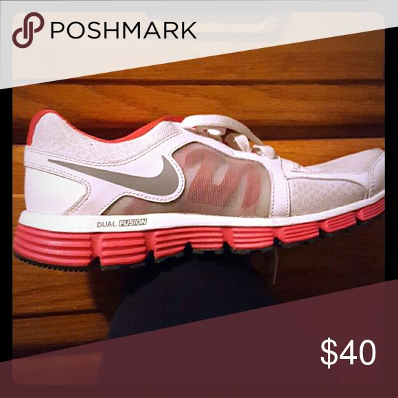 Nike Dual Fusion Women's nike, never been warn Nike Shoes Athletic Shoes