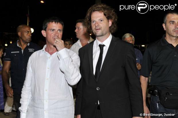 Le ministre de l'Intérieur, Manuel Valls et Paul-Emmanuel Thomas, chef d'orchestre et directeur du Festival, après le concert du 'Travelling...