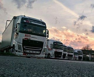 Nedelni MOSS Rozvadov. Stastny dolet, hosi! #mosslogistics #moss #rozvadov #hranice #cara #hranice #ontheroad  #trucking #truck #volvotruck #iveco #ivecotruck #truckinglifestyle #swedenpower #trucks #sunset #mossujem #mosstruck