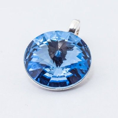 Silver plated Swarovski Rivoli Pendant 12mm Light Sapphire  Dimensions: length: 1,7cm stone size: 12mm Weight ~ 1,40g ( 1 piece ) Metal : silver plated brass Stones: Swarovski Elements 1122 12mm Colour: Light Sapphire 1 package = 1 piece Price 9.40 PLN(about 2.5 EUR)