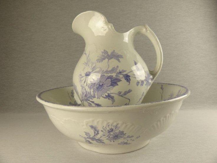 Ik heb hier lang naar gezocht! Jippie eindelijk weer eens een lila lampetstel voor mezelf :-) Decor Margot van Societé Ceramique.... prachtig toch?