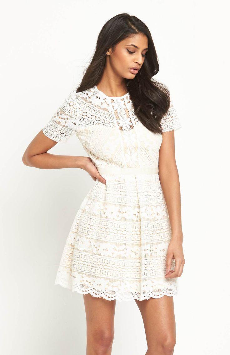 Przepiękna, koronkowa sukienka marki V by Very. 429 zł na http://www.halens.pl/moda-damska-rozmiary-specjalne-na-gore-5828/sukienka-576699?imageId=398886&variantId=576699-0024