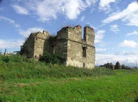 Fascinantele poveşti ascunse în ruinele Castelului Martinuzzi | Unul dintre cele mai valoroase castele renascentiste din România se află chiar în judeţul Alba, la Vinţu de Jos.