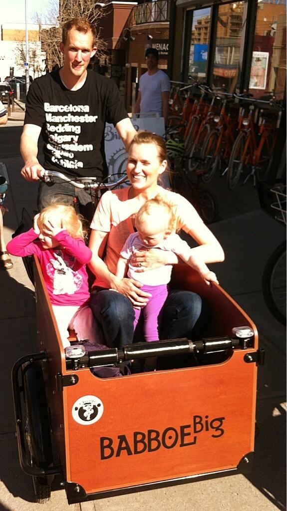 Another happy cargobike family in Calgary!