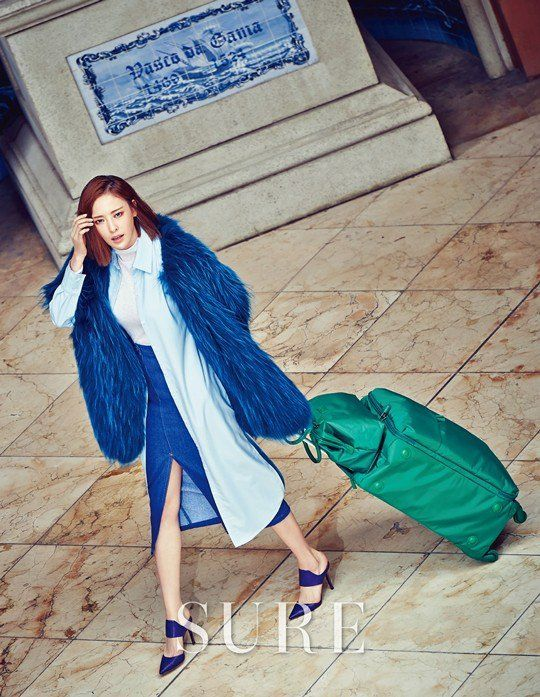 So Pretty! Lee Da Hee struts the streets of Macau in style for 'Sure' | http://www.allkpop.com/article/2015/11/lee-da-hee-struts-the-streets-of-macau-in-style-for-sure