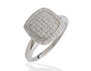 """Anillo en plata y circonita blanca, perfecto para lucir con tu vestido de novia. Te aconsejamos usar sólo un anillo en tu mano hasta la ceremonia para sustituirlo por la alianza una vez que se hayas dado el """"sí quiero"""""""