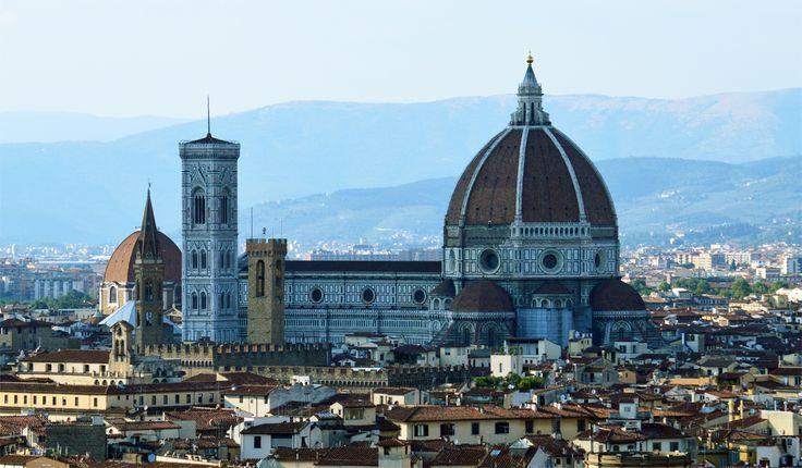 Das Sinnbild von Florenz ist für mich der Dom. Die prächtige Kuppel dominiert immer noch das Stadtbild. Sie ist eine der größten Kathedrale der Welt...…..weiter unter: http://welt-sehenerleben.de/Archive/2123/florenz-ein-stuck-vom-himmel/ #Florenz #Toskana #Italien #Urlaub #Reisen