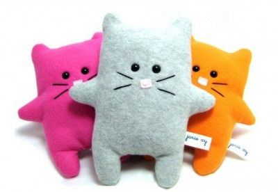 Today's Plushie of the Day features Cat Plushies! Cutely coloured cats are adorable and I believe this one is super adorable because of the fact that it's flat. It reminds me of that cat puppet from Ouran High School Host Club though.