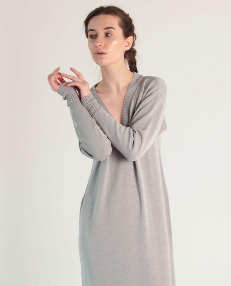 Длинное летнее вязаное платье с V-образным вырезом   Интернет-магазин дизайнерской одежды http://lepoudre.com   #дизайнерскаяодежда