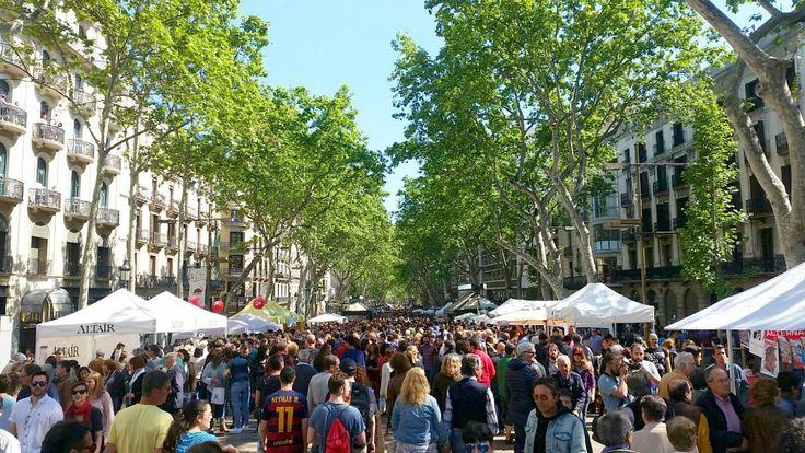Las Ramblas Sant Jordi #Barcelona  Dia de Sant Jordi in Barcelona:  http://thetravellette.com/dia-de-sant-jordi-in-barcelona-welttag-des-buches/