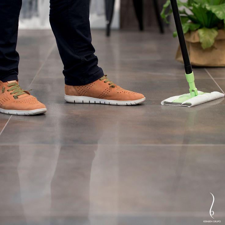 Después de la obra de instalación tendremos normalmente un escenario: un suelo con restos calcáreos (como en cualquier obra). Este momento es muy importante, porque la limpieza de un pavimento porcelánico comienza aquí. #limpieza #consejos #tips