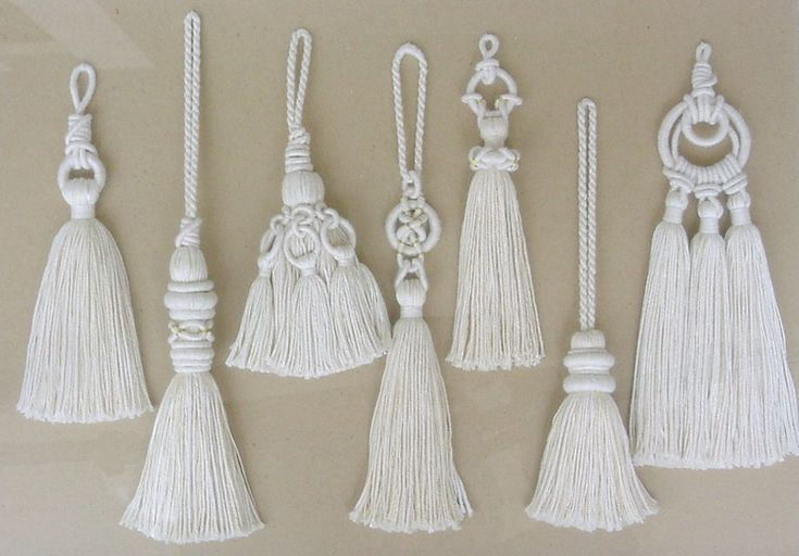 A variety of tassel designs - by Carol Blackburn * when there are adjacent tassels, make the center one longest
