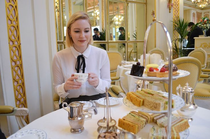 Afternoon tea at the Ritz London: what to wear to afternoon tea in the fall & winter (high tea outfit inspiration)
