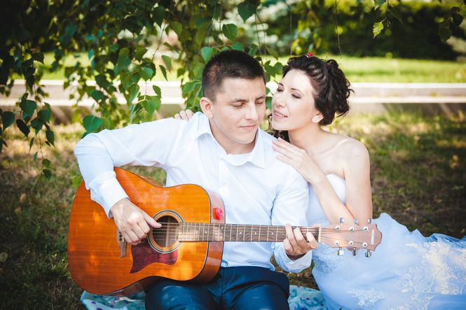 Свадьба, музыкальная, гитара, невеста, жених, платье, причёска, любовь, муза, лето, сидит, нежность, Wedding, music, guitar, bride, groom, dress, hairstyle, love, muse, summer, sitting, soft,