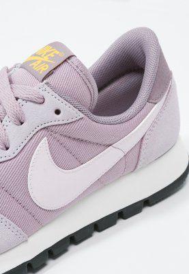 Sneakers Nike Sportswear AIR PEGASUS '83 - Sneakers laag - plum fog/bleached lilac/purple smoke mauve: € 84,95 Bij Zalando (op 21-2-16). Gratis bezorging & retournering, snelle levering en veilig betalen!