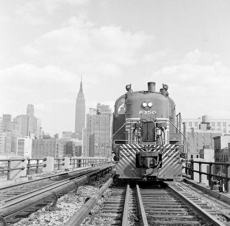 high line - ferrovia - treno merci - empire state building - vintage picture - ferrovia sopraelevata