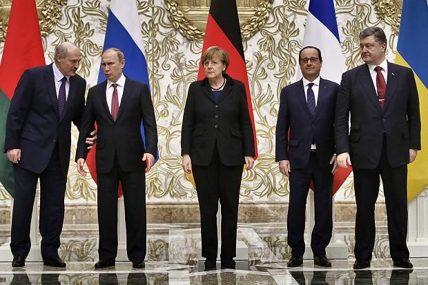 President of Belarus Alexander Lukashenko (L), who is hosting the Ukrainian crisis summit, stands together with the participants of the Normandy format: Russian President Vladimir Putin, German Chancellor Angela Merkel, French President Francois Hollande and Ukrainian President Petro Poroshenko as they pose for the media during the Ukrainian peace talks, in Minsk, Belarus.