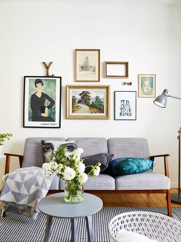 Couch stylinc inspo: Midcentury modern living room. Cool gallery wall and retro sofa, plus the rug is lovely.