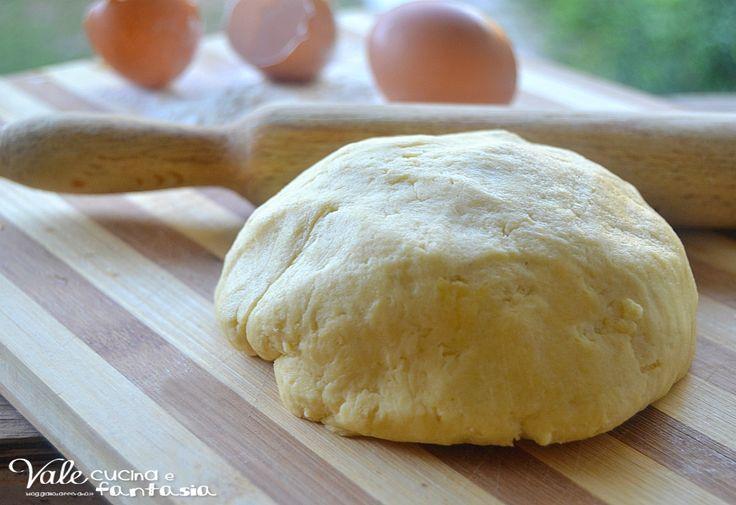 Pasta frolla salata ricetta base facilissima e veloce ideale per realizzare crostate, torte rustiche, salatini, e biscottini salati