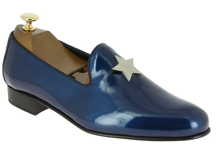 Center 51 vous présente le modèle  Mocassin slippers sleepers Center 51 star cuir vernis marine à 79,00 €  retrouvez-le sur https://www.center51.com/fr/mocassins-pour-homme/792-mocassin-slippers-sleepers-center-51-star-cuir-vernis-marine.html