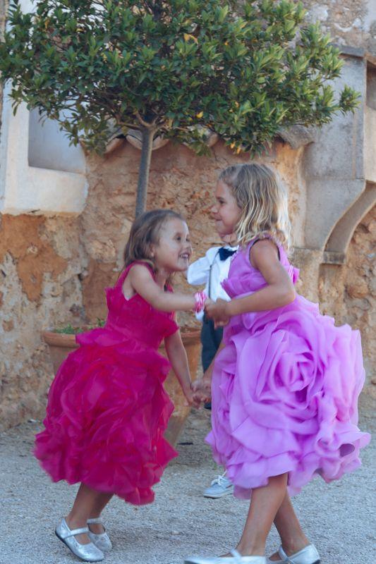 June 2015:Nice dresses!  From the norwegian couple Elin & Einar`s wedding in Majorca.  http://blog.beautifulwedding.no/elin-og-eivind-26-06-2015/