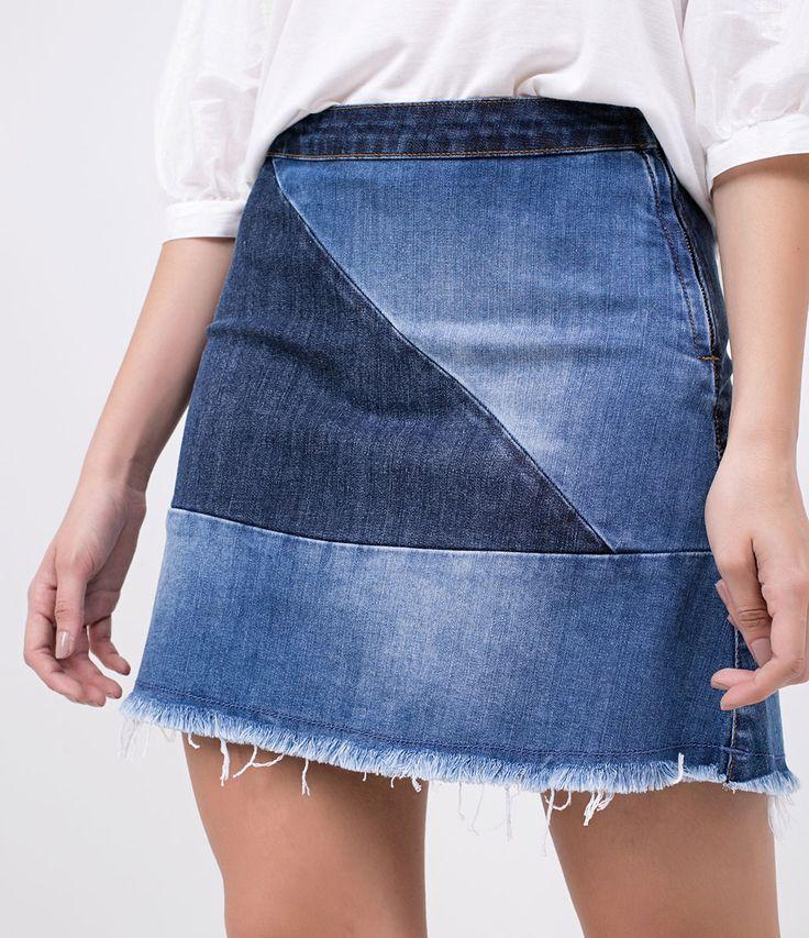 Saia feminina  Modelo evasê  Com barra desfiada  Com recortes  Marca: Blue Steel  Tecido: jeans  Composição: 98% algodão; 2% elastano  Modelo veste tamanho: 36     Medidas da modelo:     Altura: 1.72  Busto: 78  Cintura: 59  Quadril: 91  Manequim: 36     COLEÇÃO VERÃO 2018     Veja outras opções de    saias femininas   .