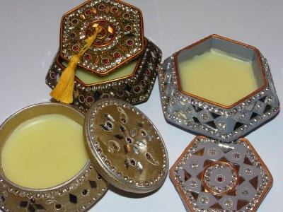 Making solid perfume and lip balm as Christmas Present diy