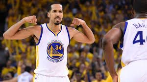 The Warriors' Shaun Livingston bounced in a behind-the-back basket without even looking