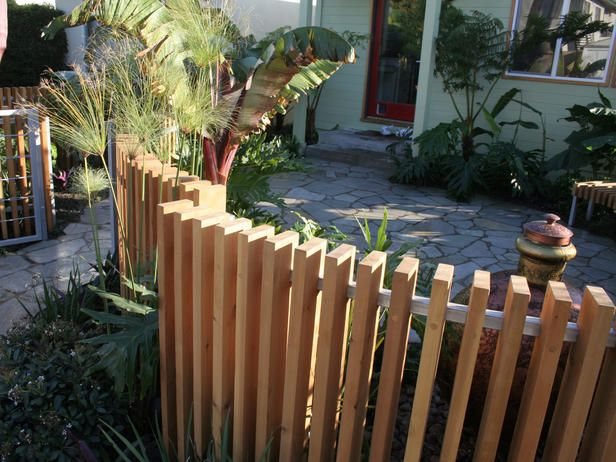 Yard+Fence+Ideas | ... new custom fence adds a piece of architectural art to the front yard