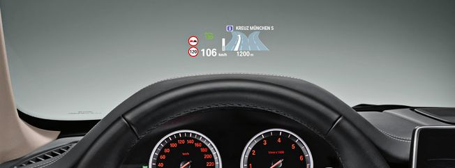 BMW head up display / T-map HUD: 대시보드를 내려다 볼 필요없이 앞유리에 내비게이션 등 필요한 정보를 표시하여 사용할 수 있다. T-map과 Olleh 내비에서는 이에 착안하여, 일반차량에서 빛반사를 이용해 HUD를 이용할 수 있도록 설계하였다. http://mlstoryer.tistory.com/117 참고.