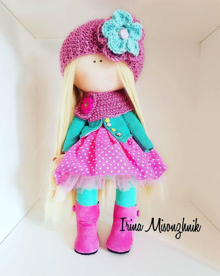 22 отметок «Нравится», 1 комментариев — Аксессуары 👜текстильные куклы🌸 (@irina_misonzhnik_) в Instagram: «Продается. Куколка  самостоятельно стоит и сидит, рост 28 см.  Соимость 3 000#кукла #тильда…»