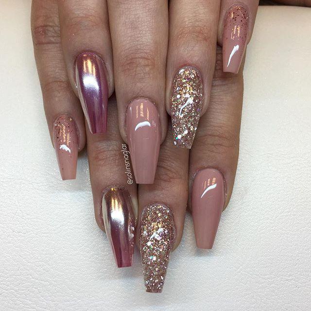 """""""Naked"""", """"Golden Rose"""", Mirror Silver över """"Shock Pink"""" och egenblandat glitter med inspo från @naglargoteborg✌️ allt finns hos #lillynails"""