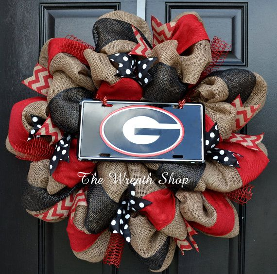 Cheer on your favorite alma mater this fall with this University of Georgia burlap Wreath, in Red and Black. This wreath is done on a high