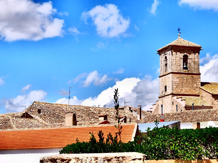 Honrubia. En 1630 logro se considerada villa e independizarse del marquesado de Villena, cuya capital era Alarcón , tras pagar 8.000 maravedíes.