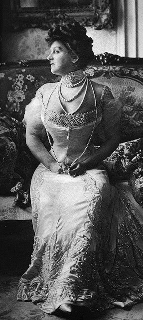 1900s. I do believe I read that those pearls were worth $50,000 at THAT time. Wonder what they would be worth now???