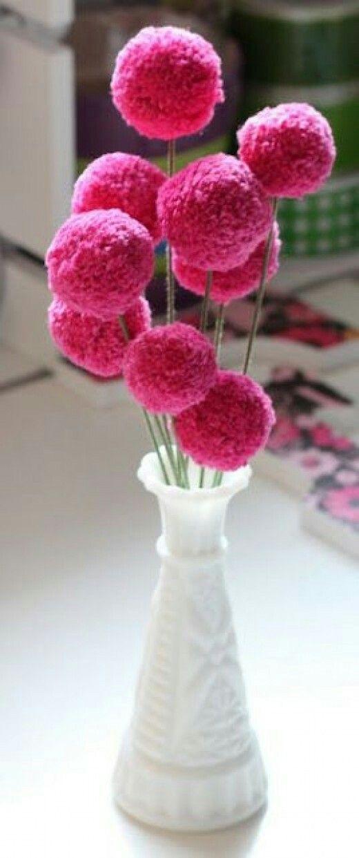 Pom pom flowers,I will definitely make these for my kitchen!!