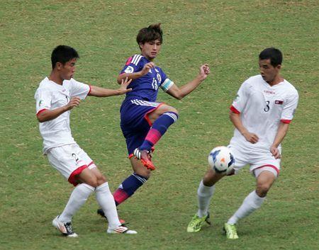 サッカーのU19アジア選手権準々決勝で、北朝鮮に敗れた日本の南野拓実(中央)=10月17日、ミャンマー・ネピドー ▼7Nov2014時事通信 若手も「勝負にこだわれ」=アジアで勝てず危機感-サッカー http://www.jiji.com/jc/zc?k=201411/2014110700061
