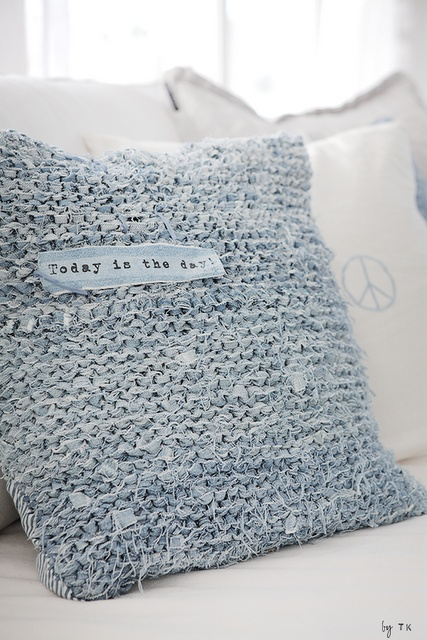 Knit cushion from old jeans. so cute♥