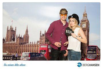 Fotobaren satte opp en spennende destinasjons photobooth for gjestene til Berg-Hansens konsert i helgen. London bakgrunn og rekvisitter. Tophat, kronebriller og morsomme skilt. Book oss for ditt event.