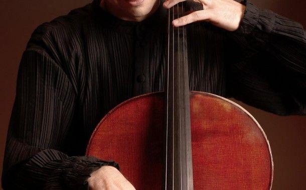 """Primul concert din februarie susţinut de Orchestra Naţională Radio, vineri, 6 februarie de la ora 19:00, este un prilej de a-l aplauda pe Răzvan Suma, solist al Orchestrelor şi Corurilor Radio şi unul dintre cei mai apreciaţi violoncelişti români, cunoscut publicului din întreaga ţară graţie turneelor naţionale """"Vă place Bach?"""", """"Vă place Brahms?"""" şi """"Vă place tango?""""."""