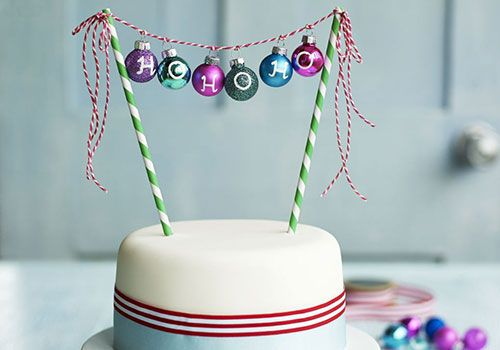 If you're not much of a cake decorator but want to add something dramatic to the top of your Christmas cake, here's the answer!