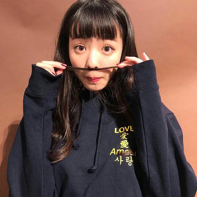 横田真悠の変顔画像
