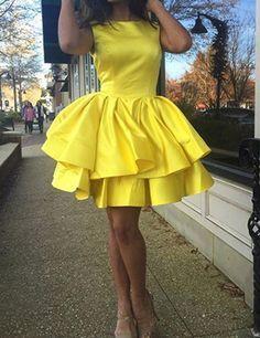 Modern O-neck A-line Ruffles Yellow Short Homecoming Dresses