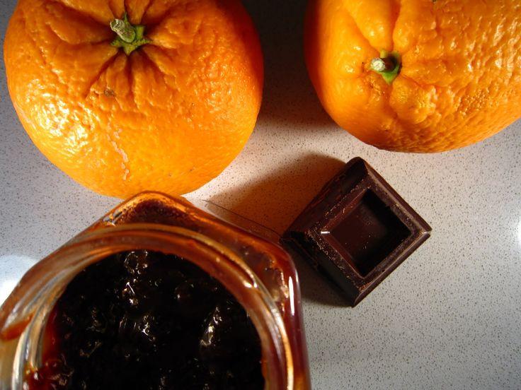 A dicembre in una delle tante giornate alla Fiera dell'Artigianato abbiamo comprato una buonissima crema spalmabile all'arancia e cioccolat...