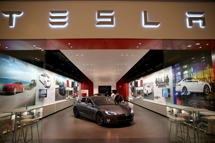 Tesla CEO Elon Musk has bold plans for self-driving cars in 2017, and his company took a step towards that goal after it began rolling out a much-anticipated..
